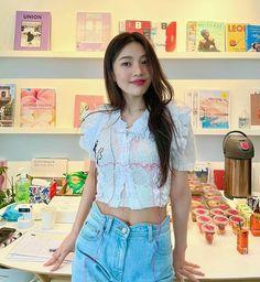 Joy Instagram, Instagram Outfits, South Korean Girls, Korean Girl Groups, Irene, Park Joy, Joy Rv, Red Velvet Joy, Velvet Style