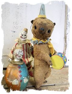 Lori made the Key-Windup standing toy grizzly drummer bear - has a real antique key inserted in his back. Creepy Toys, Old Teddy Bears, Toy 2, Bear Doll, Vintage Circus, Big Bear, Soft Sculpture, Antique Toys, Pet Toys