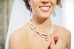 Michaels.com Wedding Department: Champagne Wedding Bride's Pearl Necklace A single pearl pendant is all this necklace needs to add an elegant yet vintage touch.