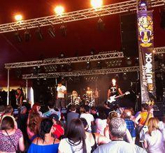 Superbe concert de KINGS pour l'ouverture du festival  Au Pont Du Rock ce vendredi !!! En bonus la première sortie du teeshirt Theline « les sirènes de la vilaine ». Merci les mecs !!!! http://www.theline-blog.com/les-kings-of-nothing-au-pont-rock/28/07/2014/
