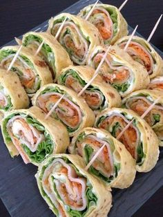 For 16 wraps 5 tortillas 250 g white cheese 6 kiri 5 large sala .- For 16 wraps 5 tortillas 250 g white cheese 6 kiri 5 large lettuce leaf … – # for # large leaf Tortillas, Healthy Snacks, Healthy Recipes, Salad Recipes, Good Food, Yummy Food, High Tea, Appetizer Recipes, Mini Appetizers