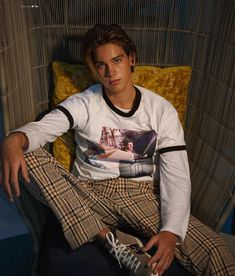 umm excuse me. why cant all the boys at my school look like him? or at the very least dress like him, cause his style is the perfect vintage mix. Beautiful Boys, Pretty Boys, Beautiful People, Blake Steven, Chica Cool, Surfer Boys, Men With Street Style, Hommes Sexy, Hot Men