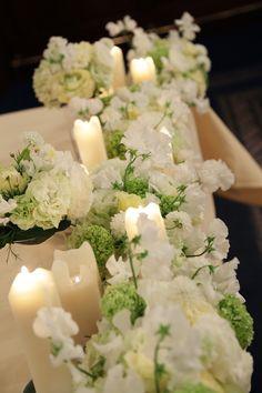 一足先に桜の装花、   シェ松尾青山サロン様の、 写真を飾るテーブルの花でした。   黒ヒョウにはお花の蝶ネクタイ。 ご新郎様からのリ...