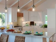 Gallery of our residential projects in Naples, Palm Beach Florida and Greenville, South Carolina. Kitchen Dinning Room, Kitchen Layout, Kitchen Decor, Open Kitchen, Kitchen Ideas, Beautiful Kitchens, Cool Kitchens, Tropical Kitchen, Kitchen Breakfast Nooks