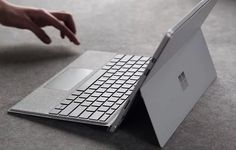 Surface Pro 4 has new Type Cover made of luxurious Alcantara fabric - IT-Welt - Computer - Technology Tech News Today, Mirror Camera, Free Iphone Giveaway, Linux Operating System, Microsoft Surface Pro 4, Best Laptops, Cool Inventions, Laptop Accessories, Computers
