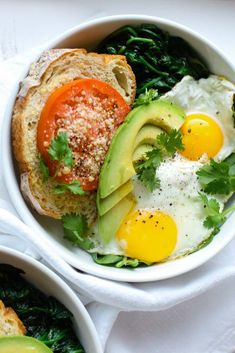 This Blissful Breakfast Bowl is made with sunny side eggs, lemon garlic sauteed spinach, parmesan tomato toast & slices of avocado, drizzled with hot sauce! Quick, healthy and great for getting back on track after the indulgence of the holidays Quick Healthy Meals, Healthy Breakfast Recipes, Brunch Recipes, Healthy Snacks, Easy Meals, Healthy Recipes, Avocado Recipes, Avocado Ideas, Vegetarian Breakfast
