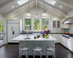 Modern country kitchen design ideas kitchen modern with vaulted ceilings vaulted ceilings Modern Farmhouse Kitchens, Rustic Kitchen, Home Kitchens, Kitchen Modern, Round Kitchen, Country Kitchens, Kitchen White, Open Kitchen, Country Farmhouse