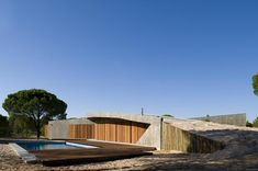 concrete-house-buried-under-artificial-sand-dunes-6-pool.jpg
