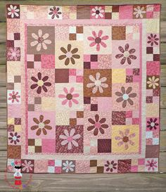 Paper Daisies Quilt Pattern, Cute! Even as a floor throw, or babies crawl blanket.