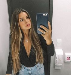 You'll see all these beautiful hair trends for You'll see these hairstyles everywhere this hair trends ICONIC FASHION Caramel Blonde Hair, Brown Hair Balayage, Brown Blonde Hair, Light Brown Hair, Brunette Hair, Hair Highlights, Dark Hair, Copper Brown Hair, Blonde Bangs
