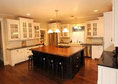 Craftsman Style Kitchen Design Ideas, Pictures, Remodel, and Decor Craftsman Style, Home, House Inspiration, Kitchen Design, House Design, Craftsman Style Kitchens, Bungalow Kitchen, Kitchen Cabinet Styles, Craftsman Style Decor