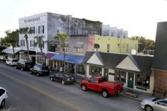 Here's A Ridiculously Charming Tiny Town In Florida Everyone Should Visit  Just 30 miles outside the hubbub of Orlando lies the sleepy little town of Mount Dora. With a charming historic district and tons of quaint shops and restaurants, Mount Dora is a must-see