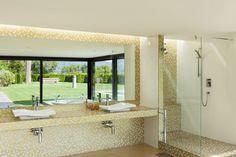 Gele en witte mozaïek - keramische tegels badkamer