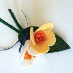 Felt flower corsage: daphne@viltbloemist.nl Ladies Luncheon, Flower Corsage, Corsages, Felt Flowers, Wedding Day, Pasta, Bridal, Diy, Ideas