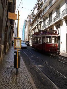 Lisboa - Rua Victor Cordon |/ walking along tram line 28