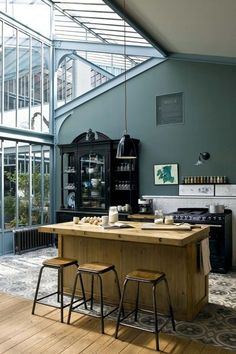 Home-Deco- design - idea - kitchen Industrial Kitchen Design, House Styles, House Design, Teal Walls, Beautiful Homes, Teal Kitchen, Interior Design, House Interior, Home Deco