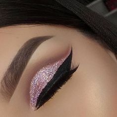 pink cut crease Love more and Want more :/ follow @ m.perez1231
