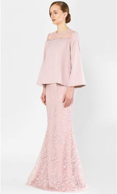The Kurung Kedah with Full Sakura Lace in Rose Lace Outfit, Dress Outfits, Lace Dress, Muslim Fashion, Hijab Fashion, Fashion Dresses, Baju Kurung Moden Lace, Wedding Dress With Feathers, Dress Brokat