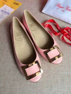 Roger Vivier 10mm Belle Vivier Ballerina Pink Nude - $175.00 : morecabinet.com Roger Vivier Shoes, Ballerina Pink, Woman Fashion, Leather Flats, Fashion Shoes, Nude, Booty, Women, Zapatos