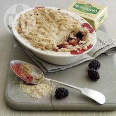Rachel allen's cinnamon spiced blackberry and apple crumble @ allrecipes.co.uk
