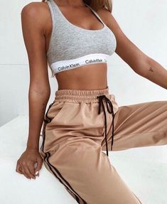 Image about girl in Outfits 🛍 by Zoé on We Heart It Teen Fashion Outfits, Boho Outfits, Trendy Outfits, Summer Outfits, Girl Outfits, 90s Fashion, Girl Fashion, Legging Outfits, Athleisure Outfits