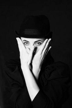Double Vie - Concept Photography Boutique | Portrait Noir - classic black & white studio quality potraits on silver gelatine paper