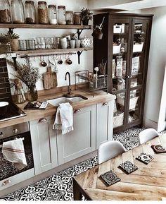 45 Best Vintage Kitchen Design Ideas to Impress Your Guests - KüchenDekoration Boho Kitchen, Rustic Kitchen, Country Kitchen, New Kitchen, Vintage Kitchen, Kitchen Dining, Kitchen Decor, Kitchen Ideas, Kitchen Cabinets