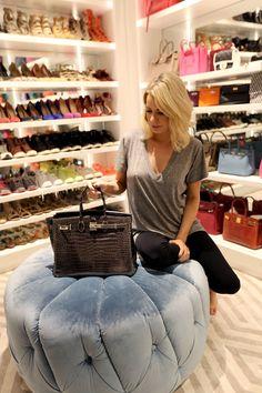 Caroline rocks a black Hermes (we're seeing at trend among the ladies). Walk In Wardrobe, Girl Closet, Ladies Of London, Hermes Birkin, London Fashion, Autumn Fashion, Street Style, My Style, Lady