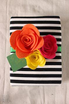 DIY Felt Flower project that started as a bouquet from So Pretty! Felt reinterpreted by @Mandy Pellegrin. LOVE!