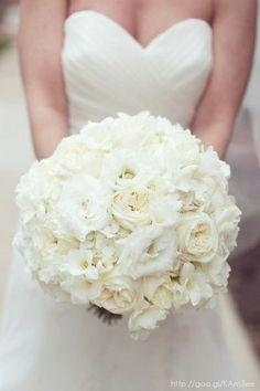 Ramo de novia en color blanco #White #bouquet #bride #Wedding #YUCATANLOVE