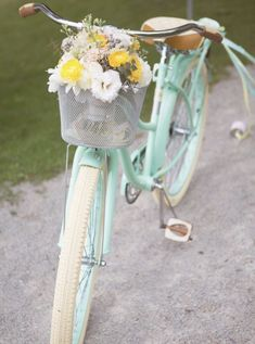 Pastel Mint Bicycle & Jessica Little Photography & Retro Candy Shop Anniversary Shoot The post Retro Candy Shop Anniversary Shoot appeared first on Trendy. Velo Vintage, Vintage Bicycles, Vintage Love, Vintage Stuff, Vintage Art, Retro Bicycle, Vintage Flowers, Vintage Sewing, Pastel Mint