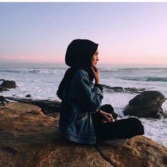 hijab by on We Heart It Islamic Fashion, Muslim Fashion, Hijab Fashion, Casual Hijab Outfit, Hijab Chic, Hijabi Girl, Girl Hijab, Muslim Girls, Muslim Women