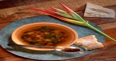How to make vegan vegetable soup. Vegan Vegetable Soup, Homemade Vegetable Soups, Homemade Soup, Veg Soup, Diet Recipes, Healthy Recipes, Diet Meals, Soup Recipes, Healthy Food