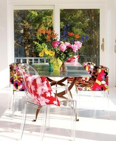 Mademioiselle & Louis Ghost by Philippe Starck - Flowers explosion! Credits: hcandg.com