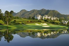 The Links Golf Course, Fancourt Country Club Estate, George, Garden Route / Fancourt has four golf courses to offer the golfing visitor. All the courses are renowned for their amazing year round condition and the attention to detail that is shown. Public Golf Courses, Best Golf Courses, Knysna, George South Africa, The Tourist, Coeur D Alene Resort, Golf Holidays, Golf Estate, Real Estate