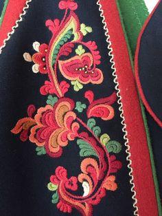 Vest-Telemarksbunad til salgs Geometric Embroidery, Folk Embroidery, Cross Stitch Embroidery, Embroidery Designs, Embroidery Suits Punjabi, Folk Fashion, Thinking Day, Bargello, Folk Costume