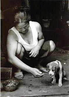 김기찬 (金基贊, 1938-2005)의 사진 골목안 풍경 김기찬  1938년 서울 출생으로, 동양방송... Time In Korea, Black Pin Up, Old Faces, Korean People, Korean Art, Body Poses, The Old Days, Modern History, Vintage Photographs