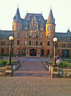 Imagine going to high school in a castle (Stadium High School, Tacoma, Wa)