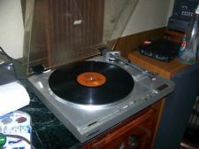 HITACHI HT-67 Direct drive Record Player Plays Great