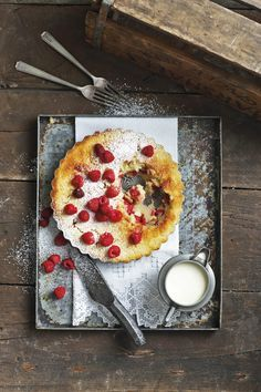 Framboos-karringmelkpoeding | SARIE South African Desserts, South African Recipes, Food Photography Styling, Food Styling, No Bake Desserts, Kos, Vegetable Pizza, Raspberry, Sweet Treats
