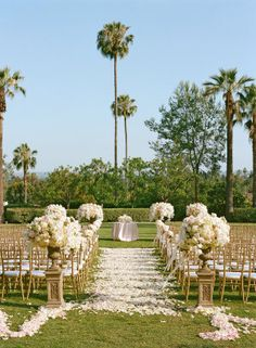 White on white on a hint of pale blush and maybe a smidge of gold makes for a really stunning color palette. And this palette and the resulting wedding are a study in classic glamour. The kind where aVera Wanggown