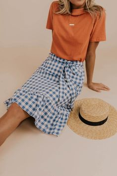 The Lillian Gingham Skirt features an adjustable waist tie, an elastic waistband, and slightly pleated hem. We are in love with the blue gingham print on this skirt, and think you will be too! Long Skirt Outfits, Pencil Skirt Outfits, Girly Outfits, Trendy Outfits, Fashion Outfits, Fashion Ideas, Fashion Skirts, Fashion Blogs, Long Dresses
