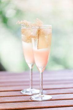 Rezept für Rhabarber-Holunderblüten-Spritz mit Ingwer