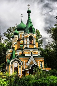 Church of the Holy Righteous Job in the Volkov Cemetery. Architecture Cool, Russian Architecture, Religious Architecture, Beautiful Buildings, Beautiful Places, Architecture Religieuse, Saint Chapelle, Cathedral Church, Old Churches