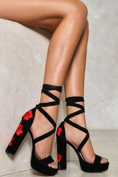 e7077c89d28 This nastygal Pretty Red Rose Floral Heel features an open toe