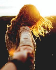 f a y e h a m e r s t e i n – girl photoshoot poses Girl Photography Poses, Fashion Photography, Colour Photography, Poses Pour Photoshoot, Photographie Portrait Inspiration, Poses Photo, Artsy Photos, Foto Pose, Jolie Photo
