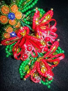 La Pollera de Panama: Tembleques de Colores Seed Bead Flowers, Beaded Flowers, Seed Beads, Hair Beads, My Heritage, Beads And Wire, Bead Art, Hair Pins, Beaded Jewelry