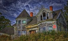 Ten Haunted Houses To Give You The Heebie Jeebies