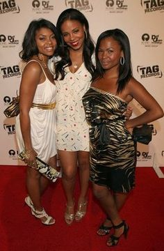 Photo of Nia Long & her friend  Taraji