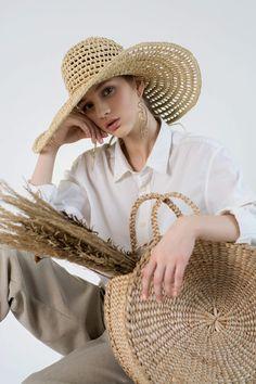 Hijab Fashion Inspiration, Fashion Photography Inspiration, Clothing Photography, Photography Poses, Summer Photography, Lifestyle Photography, Image Mode, Summer Hats, Minimal Fashion